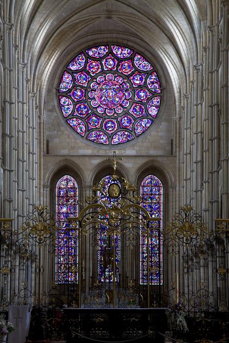 East rose window, Cathédrale Notre Dame de Laon, Laon (Aisne)  Photo by Dennis Aubrey