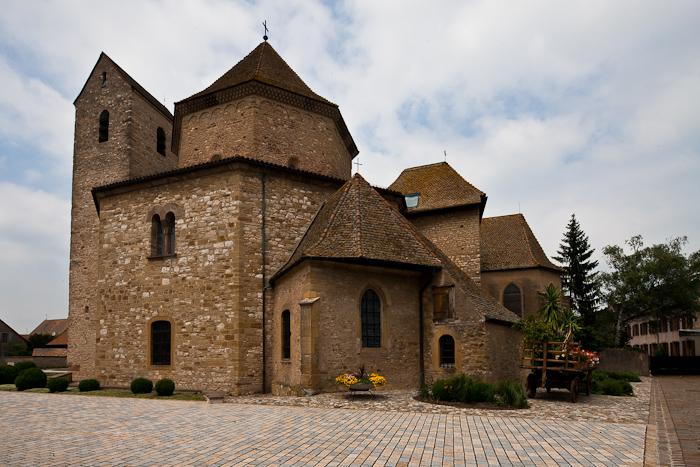 Exterior, Église Saint-Pierre-et-Saint-Paul à Ottmarsheim, Ottmarsheim (Haut-Rhin)  Photo by Dennis Aubrey