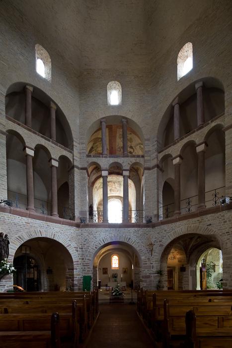 Nave arcades, Église Saint-Pierre-et-Saint-Paul à Ottmarsheim, Ottmarsheim (Haut-Rhin)  Photo by Dennis Aubrey