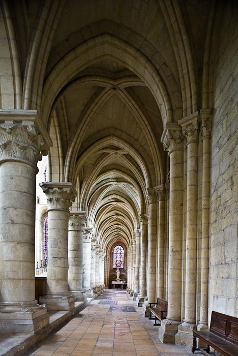 Side aisle, Cathédrale Notre Dame de Laon, Laon (Aisne) Photo by PJ McKey