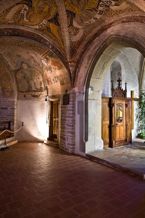 Arcade, Église Saint-Pierre-et-Saint-Paul à Ottmarsheim, Ottmarsheim (Haut-Rhin)  Photo by PJ McKey