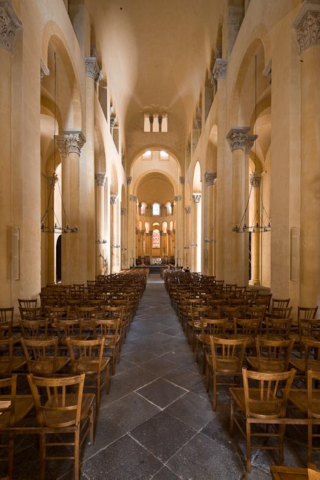 Nave, Notre Dame du Port, Clermont-Ferrand (Puy-de-Dôme)  Photo by Dennis Aubrey
