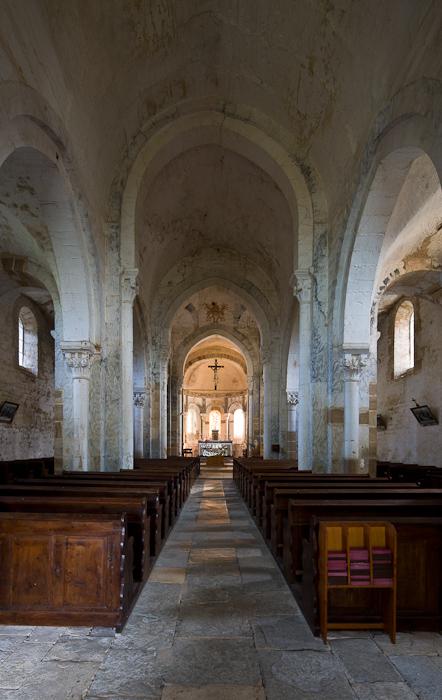 Nave, Église Saint-Pierre-aux-Liens,  Varenne-l'Arconce (Saône-et-Loire)  Photo by Dennis Aubrey