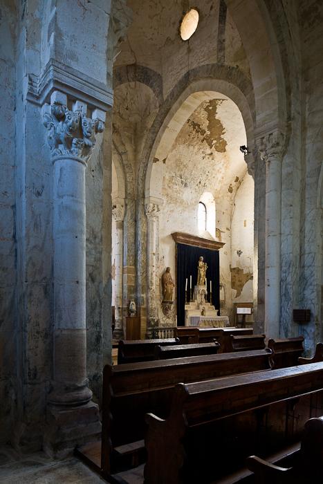 Transept chapel, Église Saint-Pierre-aux-Liens,  Varenne-l'Arconce (Saône-et-Loire)  Photo by PJ McKey
