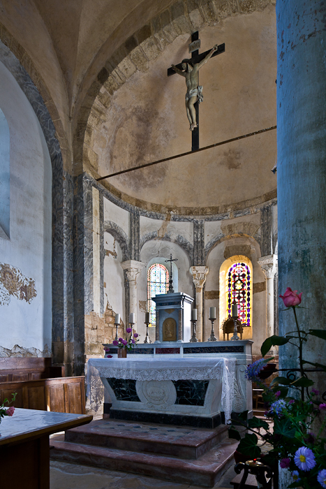 Apse from south, Église Saint-Pierre-aux-Liens,  Varenne-l'Arconce (Saône-et-Loire)  Photo by PJ McKey