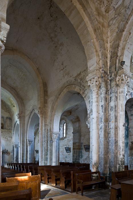 Nave elevation, Église Saint-Pierre-aux-Liens,  Varenne-l'Arconce (Saône-et-Loire)  Photo by PJ McKey