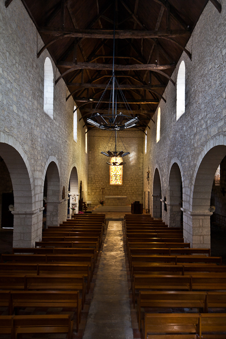 Nave, Église Saint Jacques, Aubeterre-sur-Dronne (Charente) Photo by PJ McKey