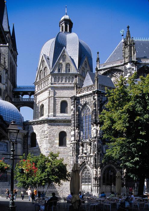 South view, Palatine Chapel, Aachen (Nordrhein-Westfalen)  Photo by Jong-Soung Kimm