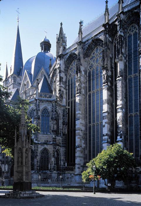 East view, Palatine Chapel, Aachen (Nordrhein-Westfalen)  Photo by Jong-Soung Kimm