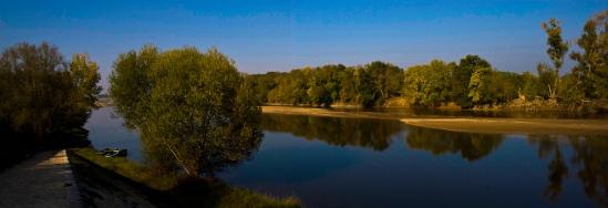 Loire River, Chênehutte-les-Tuffeaux (Maine-et-Loire)  Photo by Dennis Aubrey