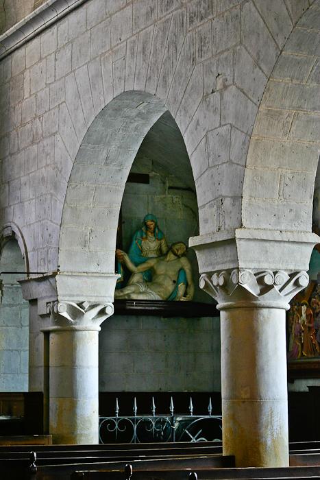 Arcade arch, Notre-Dame-de-la-Prée-de-Tuffeaux, Chênehutte-les-Tuffeaux (Maine-et-Loire)  Photo by PJ McKey