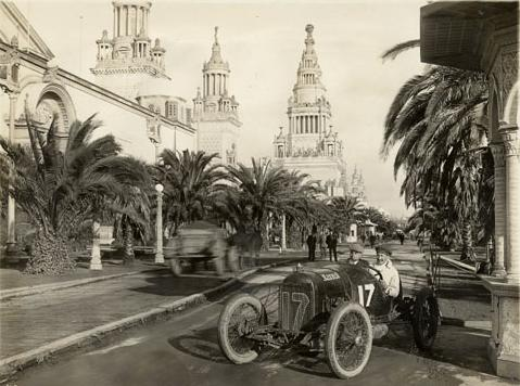 Eddie Rickenbacker in his Maxwell on the Avenue of Palms, during either the 1915 American Grand Prize and Vanderbilt Cup in San Francisco. (February or March 1915)  Image in the public domain.