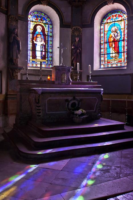 Altar, Église Saint Jacques-le-Majeur, Asquins (Yonne)  Photo by PJ McKey