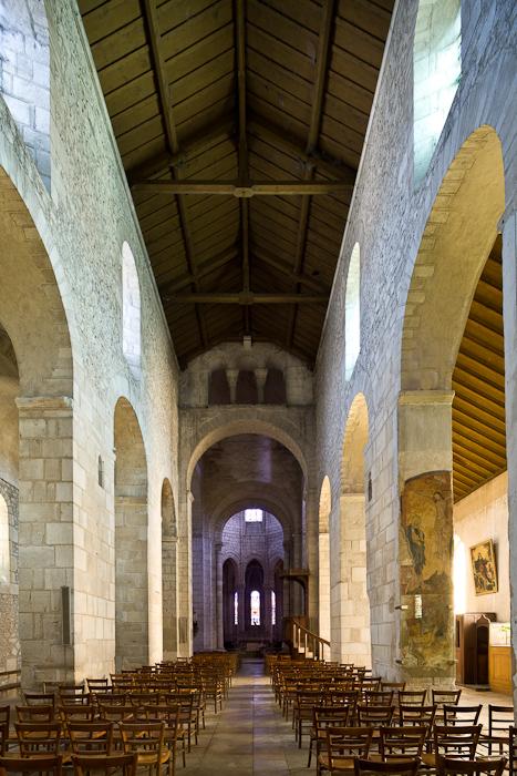 Nave, Église Saint-Léger, Ébreuil  (Allier)  Photo by Dennis Aubrey