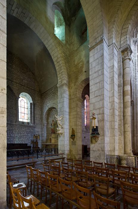 Chancel crossing, Église Saint-Léger, Ébreuil  (Allier)  Photo by Dennis Aubrey