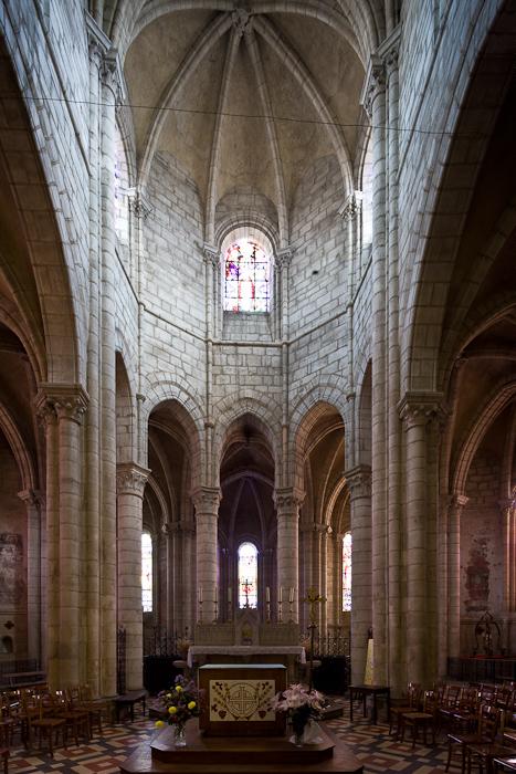 Choir, Église Saint-Léger, Ébreuil  (Allier)  Photo by Dennis Aubrey