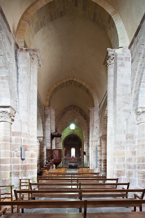 Nave, Église Saint Martin, Ygrande (Allier) Photo by Dennis Aubrey