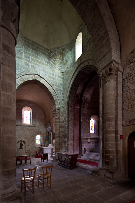 Crossing from transept, Église Saint Martin, Ygrande (Allier)  Photo by Dennis Aubrey