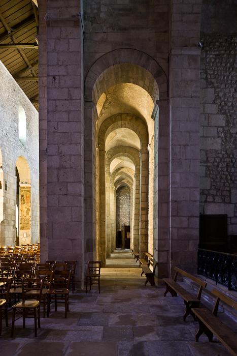 South side aisle from east, Église Saint-Léger, Ébreuil (Allier) Photo by PJ McKey