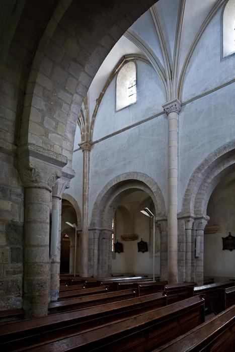 Nave arcade, Église Notre-Dame-de-l'Assomption, Sainte Marie-du-Mont (Manche) Photo by PJ McKey