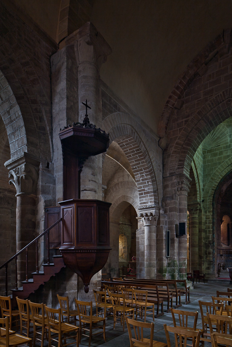 Nave arcade, Église Saint Martin, Ygrande (Allier) Photo by PJ McKey