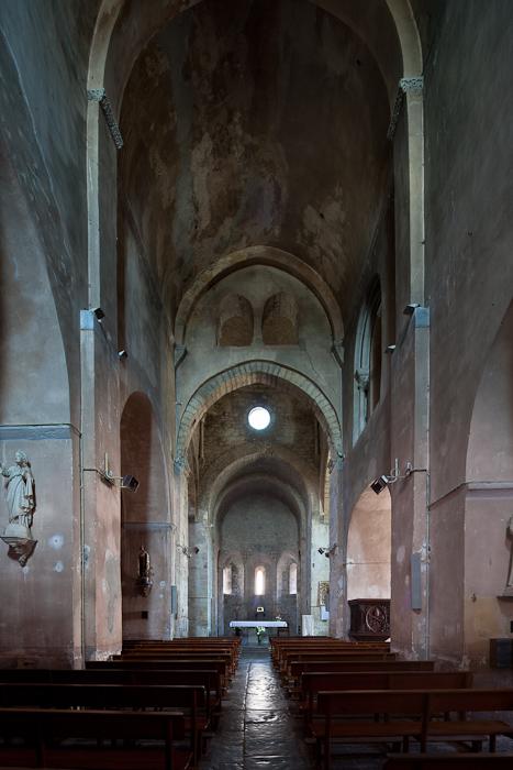 Nave, Église Saint-Pierre-aux-Liens de Ruoms, Ruoms (Ardèche)  Photo by Dennis Aubrey