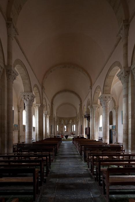 Nave, Église Saint-Révérien,  Saint-Révérien (Nièvre)  Photo by Dennis Aubrey