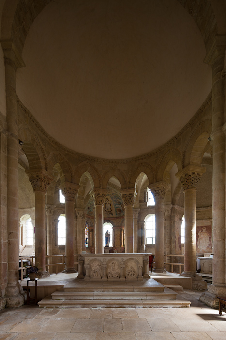 Choir hemicycle, Église Saint-Révérien de Saint-Révérien, Saint-Révérien (Nièvre) Photo by Dennis Aubrey