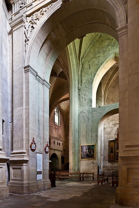 Crossing detail, Romanesque nave, Cathédrale Saint Sauveur, Aix-en-Provence (Bouches-du-Rhône)  Photo by PJ McKey