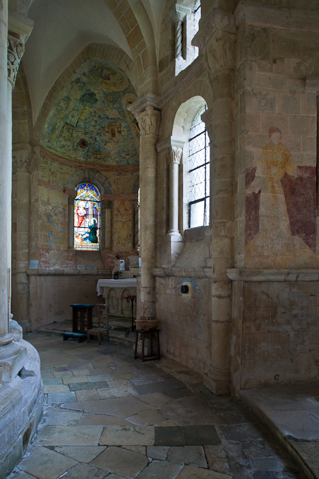 Ambulatory chapel, Église Saint-Révérien de Saint-Révérien, Saint-Révérien (Nièvre) Photo by PJ McKey