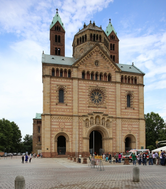 Western facade with the original Salian Westwork restored in the 19th century, Imperial Cathedral Basilica of Saint Mary and Saint Stephen, Speyer (Rhineland-Palatinate)  Photo by Jong-Soung Kimm