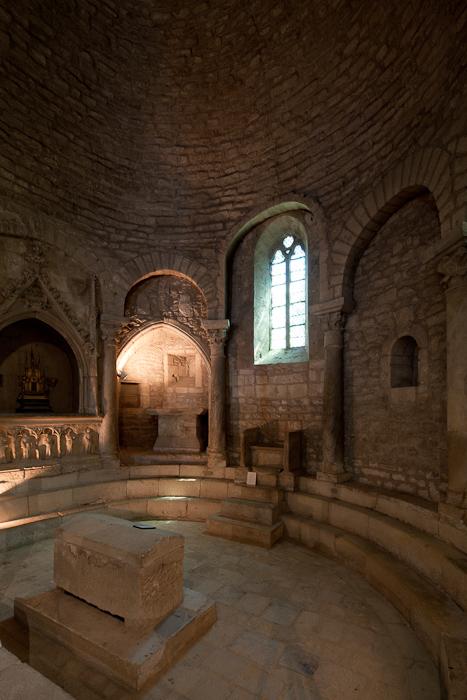 Sunken apse with cathedra, Sunken Apse, Cathédrale Notre Dame de Nazareth, Vaison-la-Romaine (Vaucluse) Photo by Dennis Aubrey