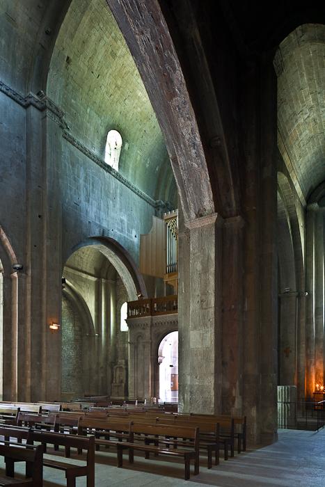 Nave elevation, Cathédrale Notre Dame de Nazareth, Vaison-la-Romaine (Vaucluse) Photo by PJ McKey