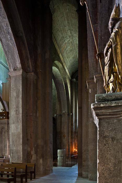 Side aisle, Cathédrale Notre Dame de Nazareth, Vaison-la-Romaine (Vaucluse) Photo by PJ McKey