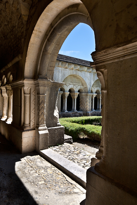 Cloister, Cathédrale Notre Dame de Nazareth, Vaison-la-Romaine (Vaucluse) Photo by PJ McKey