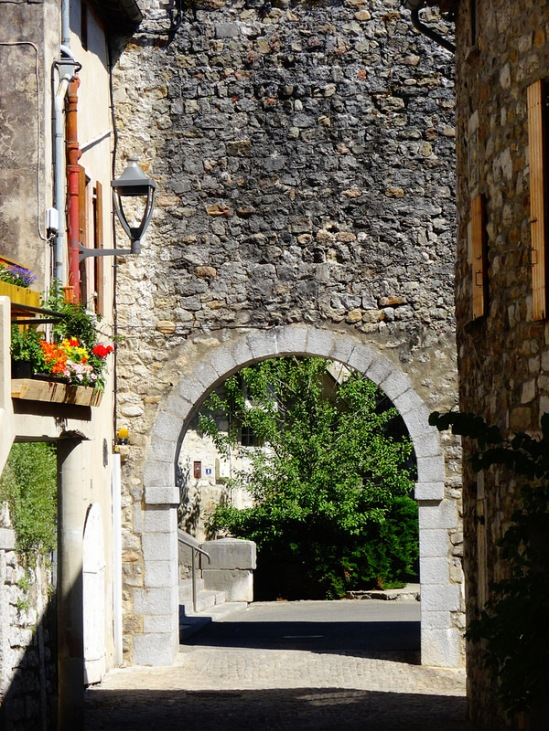 Street arch, Ruoms (Ardèche)  Photo by Nathan Mizrachi