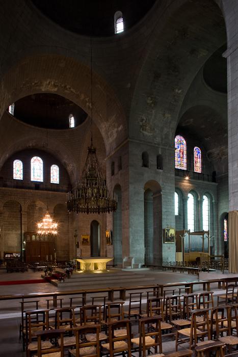 Chancel crossing, Cathédrale Saint Front, Périgueux (Dordogne)  Photo by Dennis Aubrey