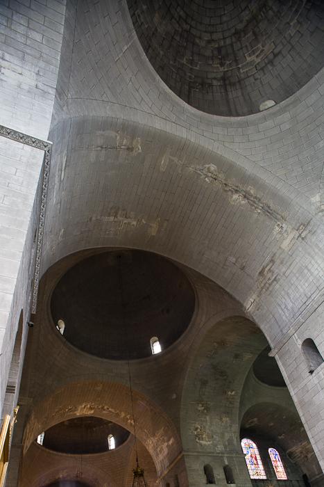 Cupolas, Cathédrale Saint Front, Périgueux (Dordogne) Photo by Dennis Aubrey