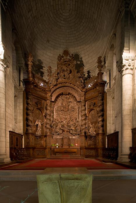 Apse and retable, Cathédrale Saint Front, Périgueux (Dordogne) Photo by Dennis Aubrey