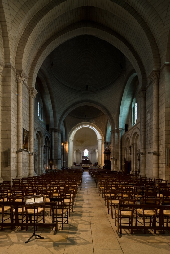 Nave, Nave, Cathédrale Saint Pierre, Angoulême (Charente)  Photo by Dennis Aubrey