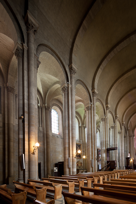 Nave elevation,  Cathédrale Saint-Apollinaire, Valence (Drôme)  Photo by Dennis Aubrey
