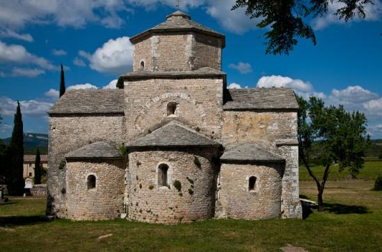 Chevet, Église Saint Pierre de Larnas (Ardèche) Photo by Dennis Aubrey