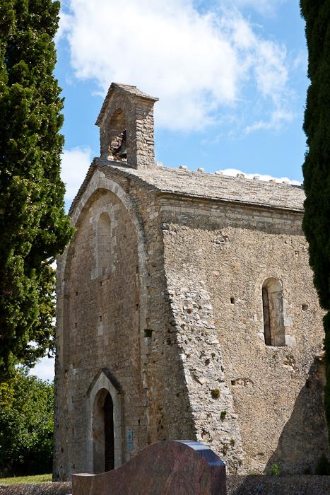 Western facade, Église Saint Pierre de Larnas (Ardèche) Photo by Dennis Aubrey