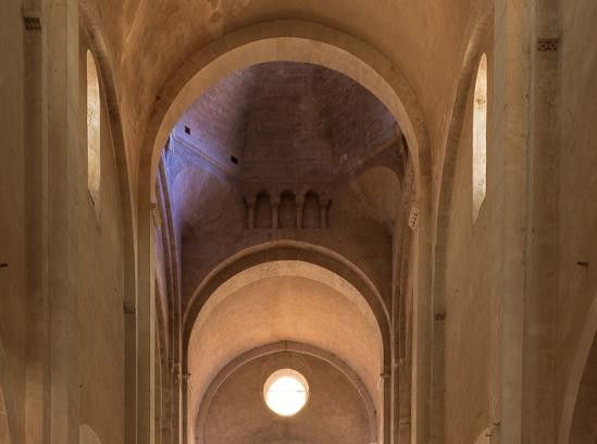 Crossing, Église Saint Andéol, Bourg-Saint-Andéol (Ardèche) Photo by Dennis Aubrey