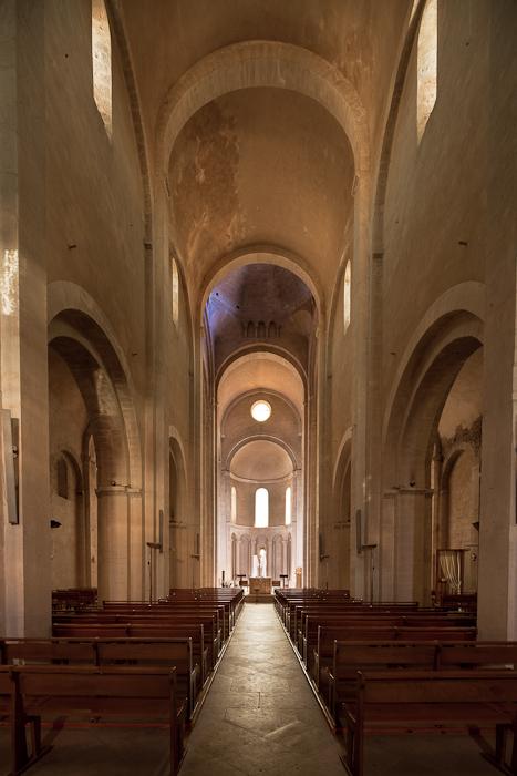 Nave, Église Saint Andéol, Bourg-Saint-Andéol (Ardèche)  Photo by Dennis Aubrey
