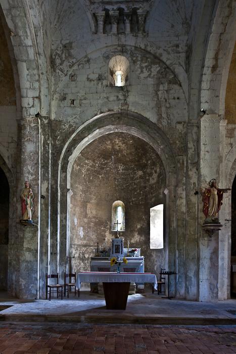Apse, Église Saint Pierre, Larnas (Ardèche) Photo by PJ McKey