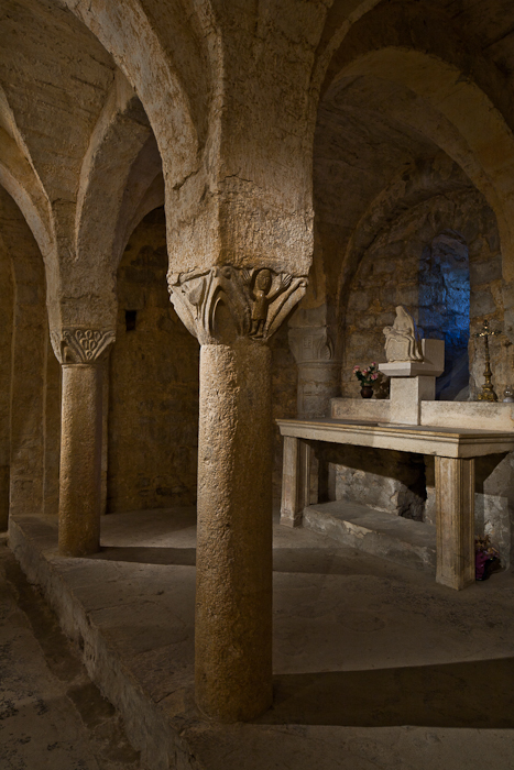 Crypt chapel, Abbaye Sainte Marie de Cruas, Cruas (Ardèche) Photo by PJ McKey
