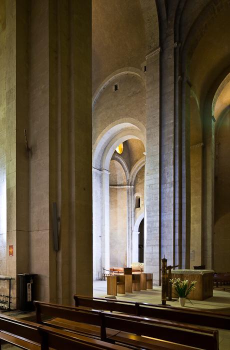 Nave piers, Église Saint Andéol, Bourg-Saint-Andéol (Ardèche) Photo by PJ McKey