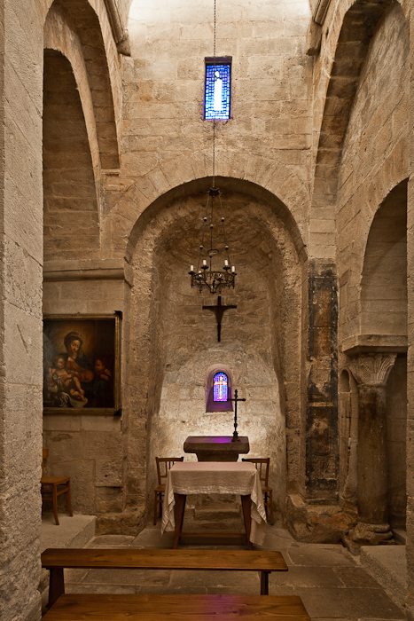 Nave and apse, Église Saint Pantaléon, Saint Pantaléon (Vaucluse)  Photo by PJ McKey