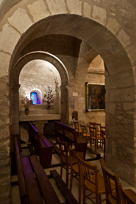 Side chapel across nave, Église Saint Pantaléon, Saint Pantaléon (Vaucluse)  Photo by PJ McKey